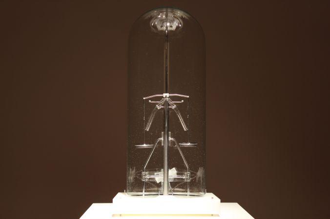 Kristoffer Myskja: Splitting the Mercury Drop in order to Maintain Balance (2013)